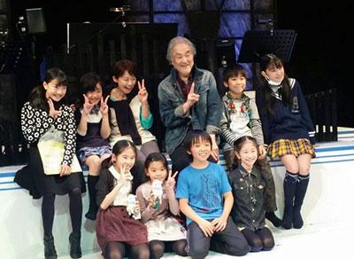 土居裕子さん、子供たちと