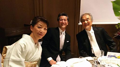 結婚式で加藤敬二さん、山崎佳美ご夫妻と